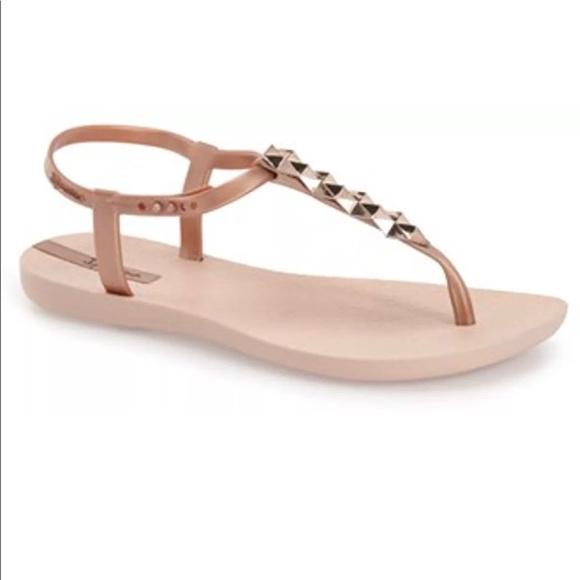 2389cb2fe50 New Ipanema Cleo Shine pyramid rose gold sandals
